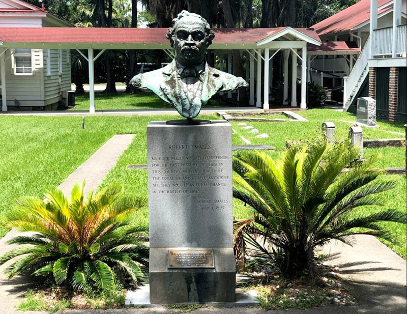 Memorial statue of Robert Smalls