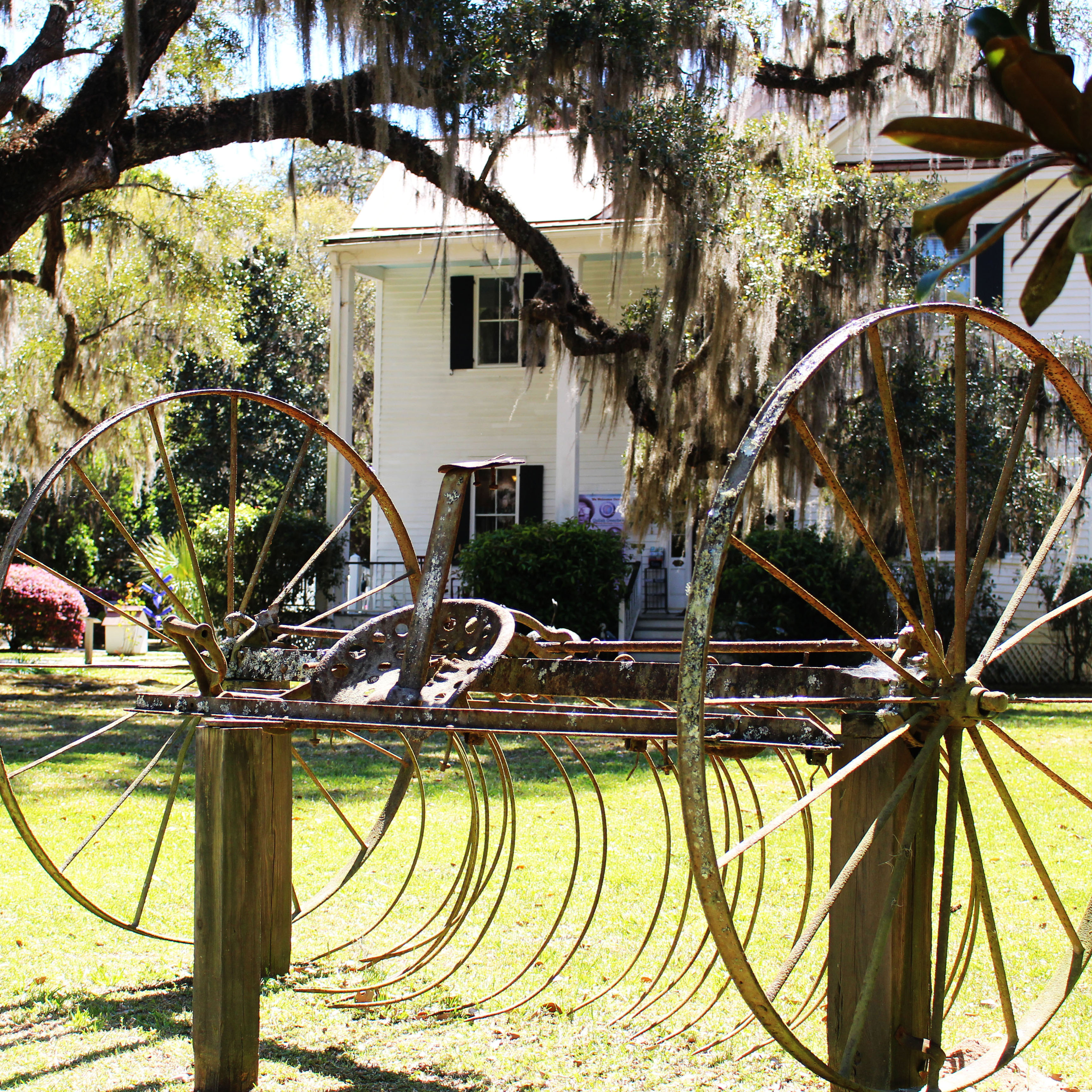 Exterior view of Frampton Plantation House as it is today.